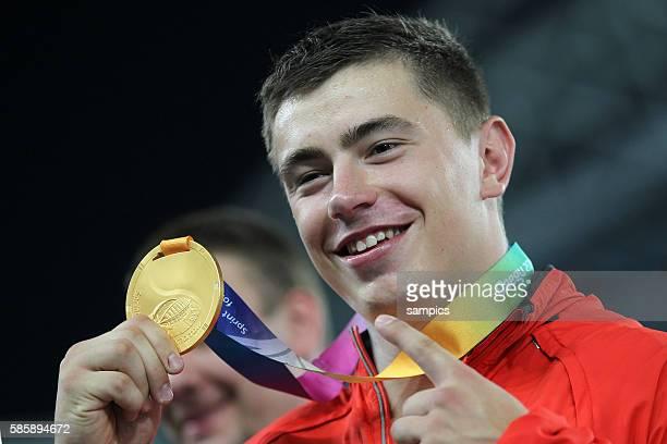 Weltmeister world Champion David Storl GER mit Goldmedaille Kugelstossen Finale der Männer shot put final men IAAF Leichtathletik WM...