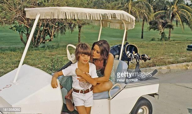 Wencke Myhre Sohn Kim ZDFMusikShow 'Wencke MyhreShow' Acapulco Mexiko MittelAmerika Urlaub Palmen Golf GolfWagen GolfSchläger Kleid Sängerin