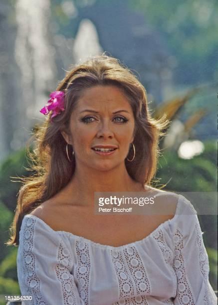"Wencke Myhre, ZDF-Musik-Show ""Wencke Myhre-Show"", Acapulco, Mexiko, Mittel-Amerika, Urlaub, Kreolen, Blume, Sängerin, ;"