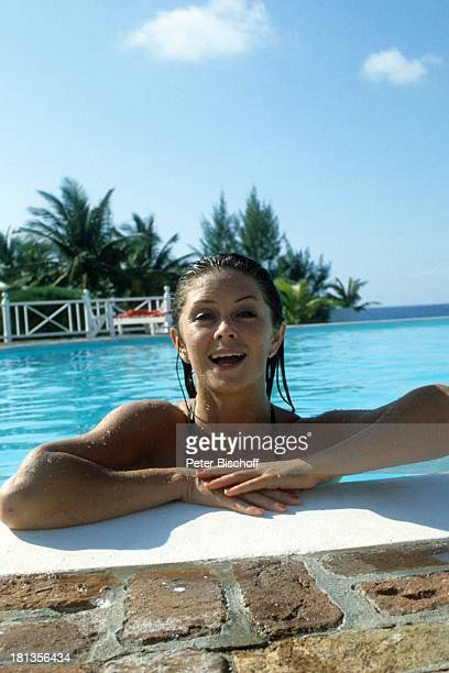 "Wencke Myhre, ZDF-Musik-Show ""Wencke Myhre-Show"", Bahamas, Mittel-Amerika, Urlaub, baden, Swimming-Pool, Badeanzug, Sängerin, ;"