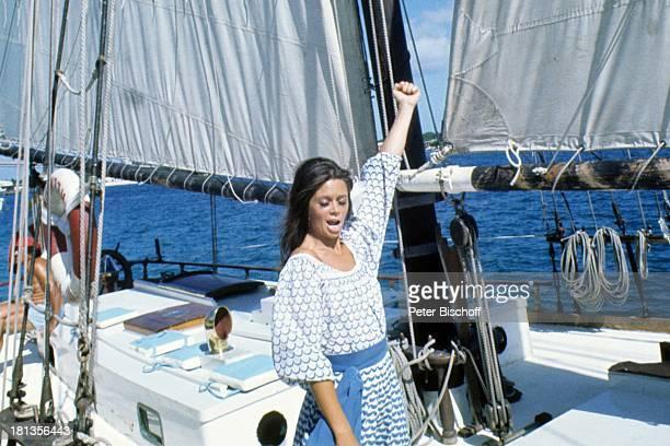 "Wencke Myhre, ZDF-Musik-Show ""Wencke Myhre-Show"", Bahamas, Mittel-Amerika, Urlaub, jubel, Kleid, Schiff, Boot, Meer, Atlantik, Sängerin, ;"