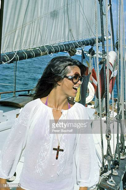 "Wencke Myhre, ZDF-Musik-Show ""Wencke Myhre-Show"", Bahamas, Mittel-Amerika, Urlaub, Brille, Kreuz-Kette, Segel-Schiff, Meer, Atlantik, Sängerin, ;"