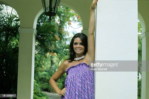 "Wencke Myhre, ZDF-Musik-Show ""Wencke Myhre-Show"", Bahamas, Mittel-Amerika, Urlaub, Springbrunnen, Sängerin, ;"