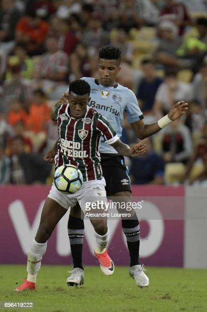 Wendel of Fluminense battles for the ball with Cortez of Gremio during the match between Fluminense and Gremio as part of Brasileirao Series A 2017...