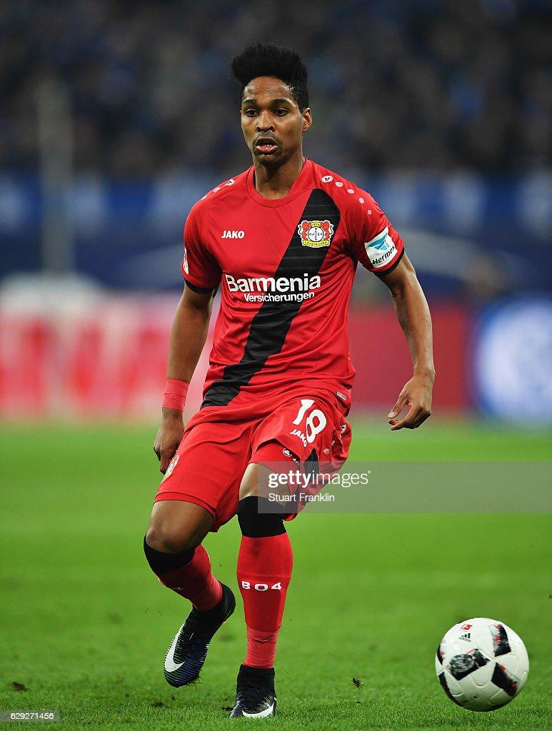 FC Schalke 04 v Bayer 04 Leverkusen - Bundesliga : Photo d'actualité