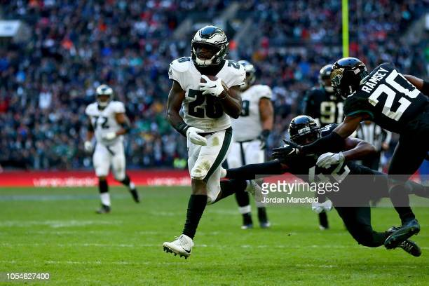 Wendell Smallwood of Philadelphia Eagles breaks free to score a touchdown during the NFL International Series game between Philadelphia Eagles and...