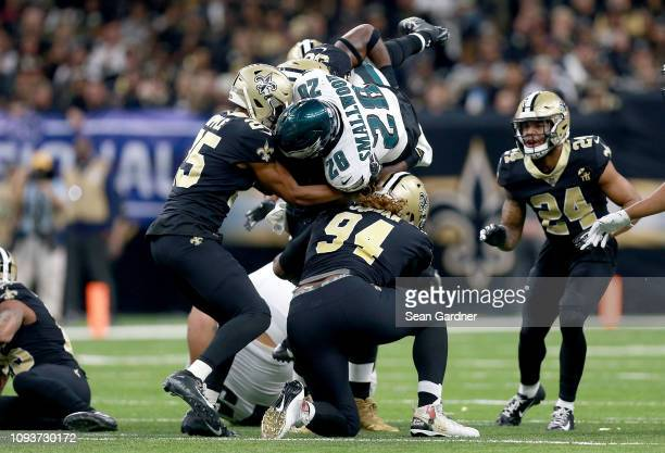 Wendell Smallwood of the Philadelphia Eagles dives for additional yards during the first quarter against the New Orleans Saints in the NFC Divisional...