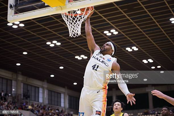 Wendell White of the Sendai 89ers dunks during the B League match between Hitachi SunRockers TokyoShibuya and Sendai 89ers at Aoyama Gakuin...