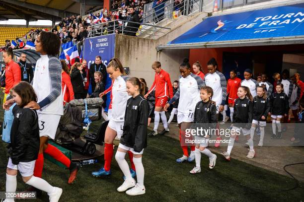 Wendie RENARD of France Marion TORRENT of France KADIDIATOU DIANI of France Marie Antoinette KATOTO of France and GRace GEYORO of France enter on the...