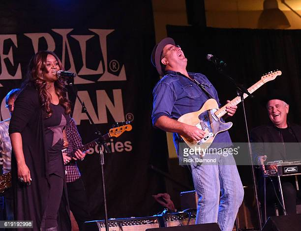 Wendy Moten and Vince Gill performs during the 2016 Celebrity Barn Dance Benefitting Music Health Alliance at Jaeckle Centre on October 29 2016 in...