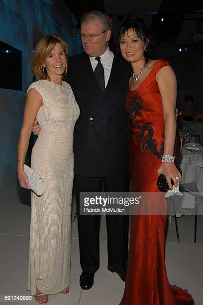 Wendy Murdock Sir Howard Stringer and Anna Scott attend Vanity Fair Oscar Party at Morton's Restaurant on February 27 2005 in Los Angeles California