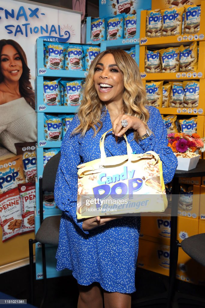 IL: Wendy Williams At SNAXSationalBrand.com Booth At Sweets & Snacks Expo