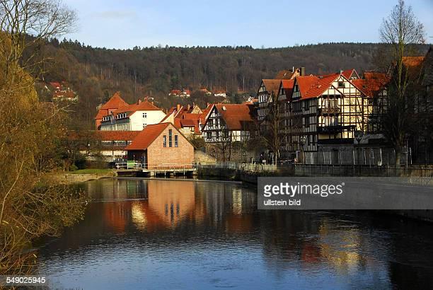 Wenige Meter vor dem Zusammenfluss mit der Werra erzeugt die Fulda in dem kleinen Gebäude elektrischen Strom Es folgt die Mühlenbrücke und dahinter...