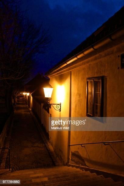 wenn es nacht wird in stammersdorf - nacht stock pictures, royalty-free photos & images