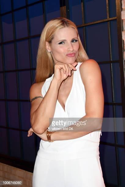 Wer weiß denn sowas XXL_Das extralange Wissensquiz mit Kai Pflaume Michelle Yvonne Hunziker geb 24 Januar 1977 in Sorengo bei Lugano ist eine...