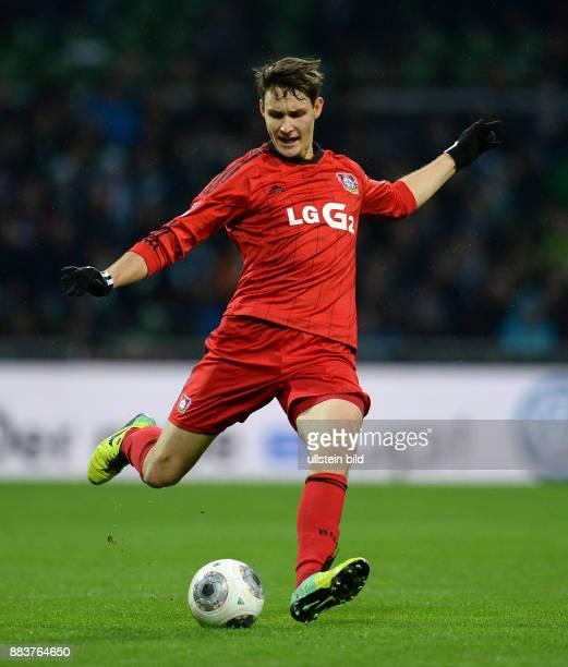 FUSSBALL 1 BUNDESLIGA SAISON SV Werder Bremen Bayer 04 Leverkusen Philipp Wollscheid am Ball