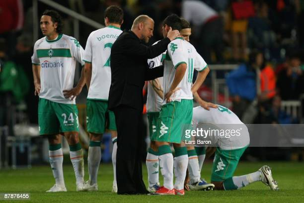Werder Bremen Coach Thomas Schaaf encourages Mesut Oezil of Werder Bremen prior to the start of extra time during the UEFA Cup Final between Shakhtar...