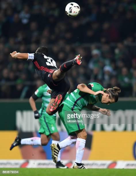 FUSSBALL 1 BUNDESLIGA 13 SPIELTAG SAISON SV Werder Bremen FC Ingolstadt Marvin Matip ueberfliegt Max Kruse