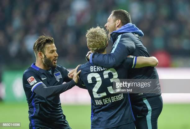 Werder Bremen - Hertha BSC Berlin Torjubel: Marvin Plattenhardt, Johannes van den Bergh und Trainer Pal Dardai