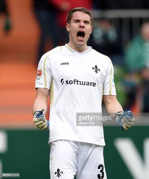 FUSSBALL 1 BUNDESLIGA SAISON SV Werder Bremen SV Darmstadt 98 Torwart Christian Mathenia jubelt nach dem Tor zum 11