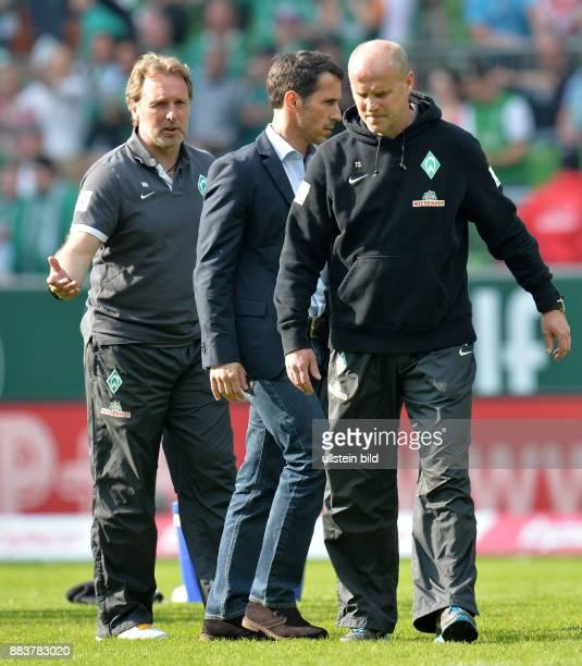 FUSSBALL 1 BUNDESLIGA SAISON SV Werder Bremen TSG 1899 Hoffenheim CoTrainer Matthias Hoenerbach Thomas Eichin und Thomas Eichin nach dem Abpfiff