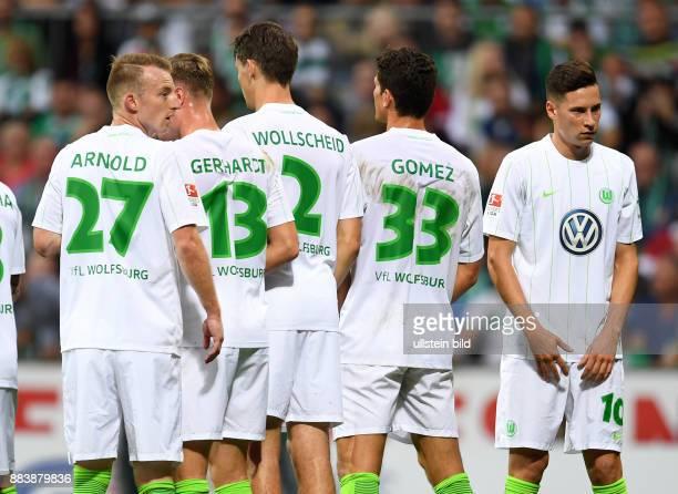 FUSSBALL 1 BUNDESLIGA SAISON SV Werder Bremen VfL Wolfsburg Maximilian Arnold Yannick Gerhardt Philipp Wollscheid Mario Gomez und Julian Draxler