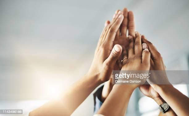 私たちは一緒に立っているとき、私たちは素晴らしいことができます - new business ストックフォトと画像