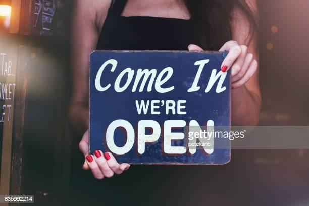 We zijn open; Kom!