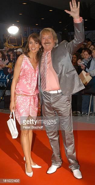 """Werner Böhm und Ehefrau Susanne, Verleihung """"Echo 2004"""", Berlin, , """"ICC"""" , roter Teppich, Sänger, Promis, Prominente, Prominenter,"""