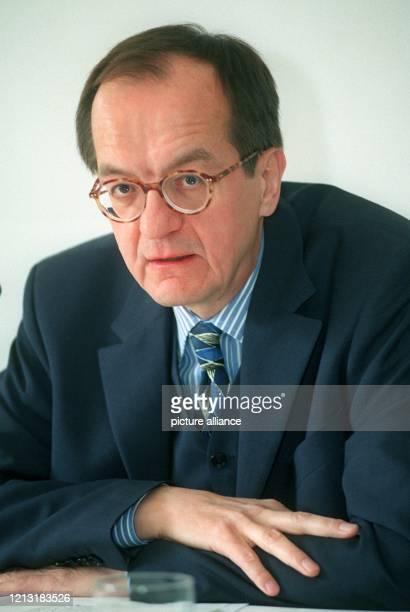 Werner Brinkmann Vorstand der Stiftung Warentest aufgenommen am 1872000 auf einer Pressekonferenz in Berlin Die Stiftung Warentest sieht durch die...