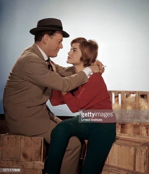 Werner Klingler EDDIE CONSTANTINE , MARGIT SAAD in 'Hoppla, jetzt kommt Eddie', 1958.