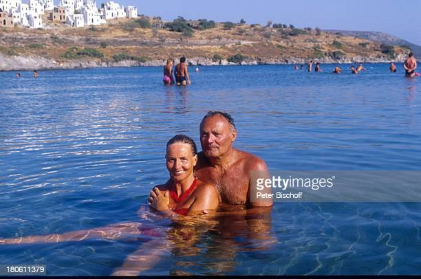 Werner Kreindl Ehefrau Diana Körner Bodrum/Türkei Urlaub Mittelmeer baden Bad Bikini Sonnenbrille umarmen Frau Brille