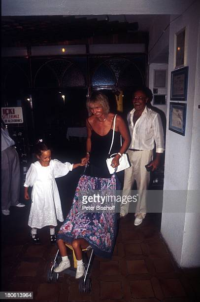 Werner Kreindl , Ehefrau Diana Körner, Tochter Lara Joy , Tochter Jenny Joy , Bodrum/Türkei, Urlaub,. Hotel, Foyer, Kind, Frau, Brille,
