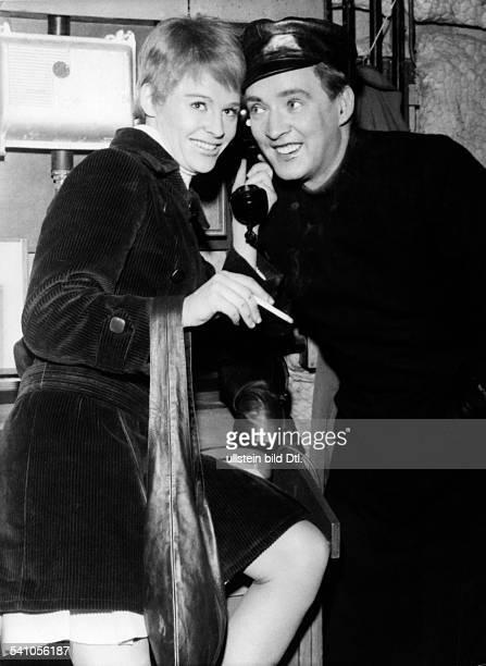 Werner Oskar * Schauspieler Oesterreich mit Julie Christie in dem Film 'Fahrenheit 451'Regie Francois Truffaut Spielfilm 1966