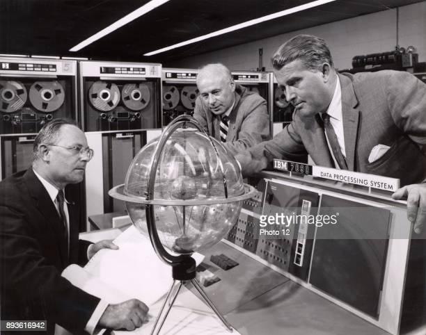Wernher von Braun in discussion with his colleagues.