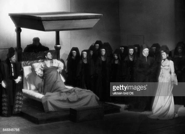 Wernicke Otto Actor Germany*30091893in the role as Henry VIII with Lola Muethel as Anna Boleyn in the play 'Henry and Anne' by Hans Rehberg...