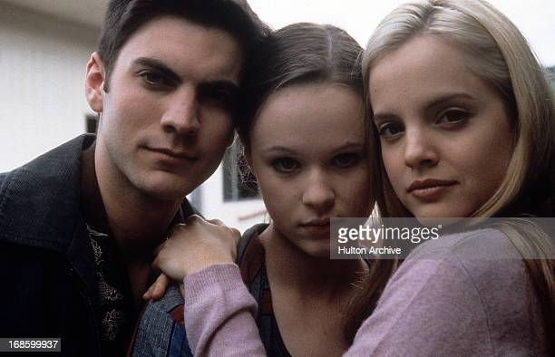 Wes Bentley Thora Birch and Mena Suvari pose together in a scene from the film 'American Beauty' 1999