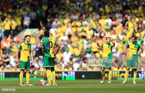 Wes Hoolahan and Cameron Jerome react after Manchester United's first goal during the Barclays Premier League match between Norwich City and...