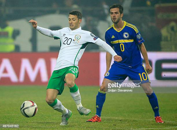 HERZEGOVINA NOVEMBER 13 Wes Hoolahan in action against Miralem Pjanic of Bosnia during the EURO 2016 Qualifier PlayOff First Leg match at Bilino...