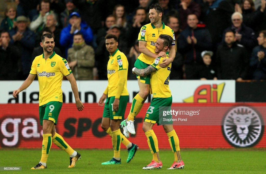 Wes Hoolahan of Norwich City celebrates scoring to level the game 1-1 during the Sky Bet Championship match between Norwich City and Leeds United at Carrow Road on April 28, 2018 in Norwich, England.
