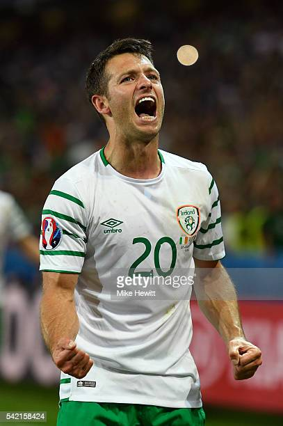 Wes Hoolahan of Republic of Ireland celebrates his team's 1-0 win in the UEFA EURO 2016 Group E match between Italy and Republic of Ireland at Stade...