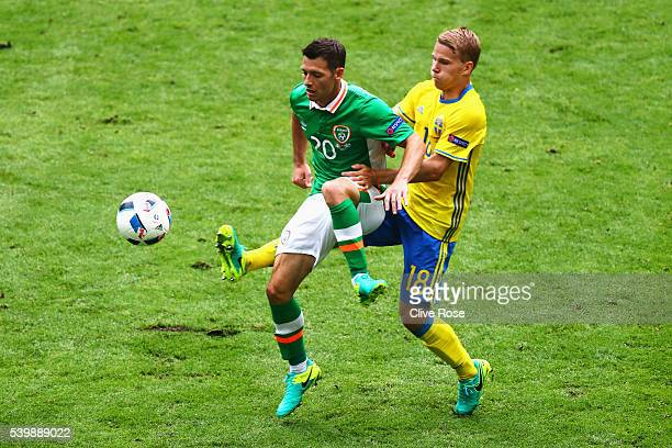 Wes Hoolahan of Republic of Ireland controls the ball under pressure of Oscar Lewicki of Sweden during the UEFA EURO 2016 Group E match between...