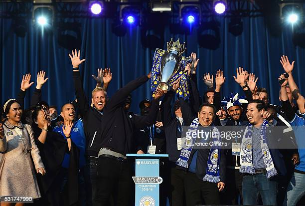Wes Morgan Claudio Ranieri Manager of Leicester City and Vichai Srivaddhanaprabha the club owner show the trophy to the fans during the Leicester...