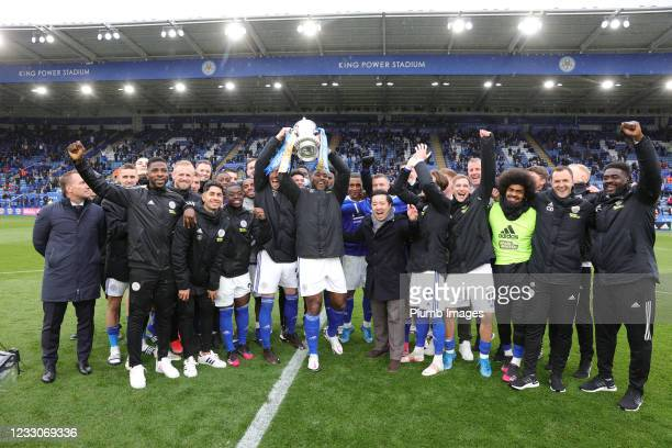 Wes Morgan of Leicester City lift the FA Cup trophy with his team mates after the Premier League match between Leicester City and Tottenham Hotspur...