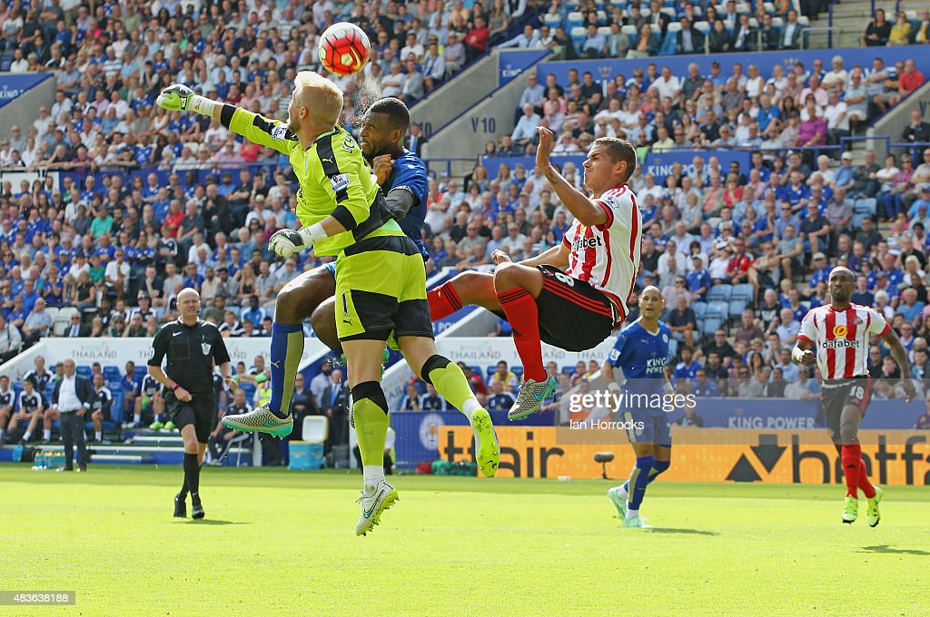 Wes Morgan of Leicester City (C) with keeper Kasper Schmeichel (L) and Jack Rodwell of Sunderland compete for a ball in the box during the Barclays Premier League match between Leicester City and Sunderland at the King Power Stadium on August 08, 2015 in Leicester, England.