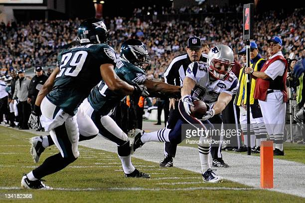 Wes Welker of the New England Patriots scores a 9-yard touchdown reception in the third quarter against Joselio Hanson and Nate Allen of the...