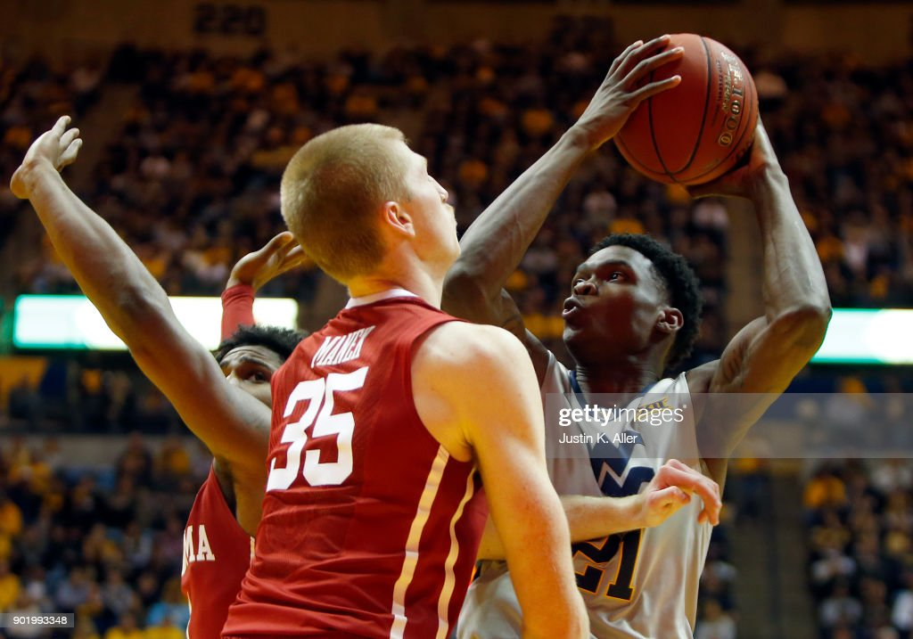 Wesley Harris #21 of the West Virginia Mountaineers drives the lane against Brady Manek #35 of the Oklahoma Sooners at the WVU Coliseum on January 6, 2018 in Morgantown, West Virginia.
