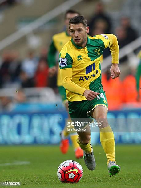 Wesley Hoolahan of Norwich City controls the ball during the Barclays Premier League match between Newcastle United and Norwich City at St James Park...