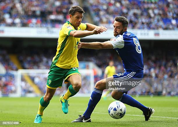 Wesley Hoolahan of Norwich City takes on Cole Skuse of Ipswich Town during the Sky Bet Championship match between Ipswich Town and Norwich City at...