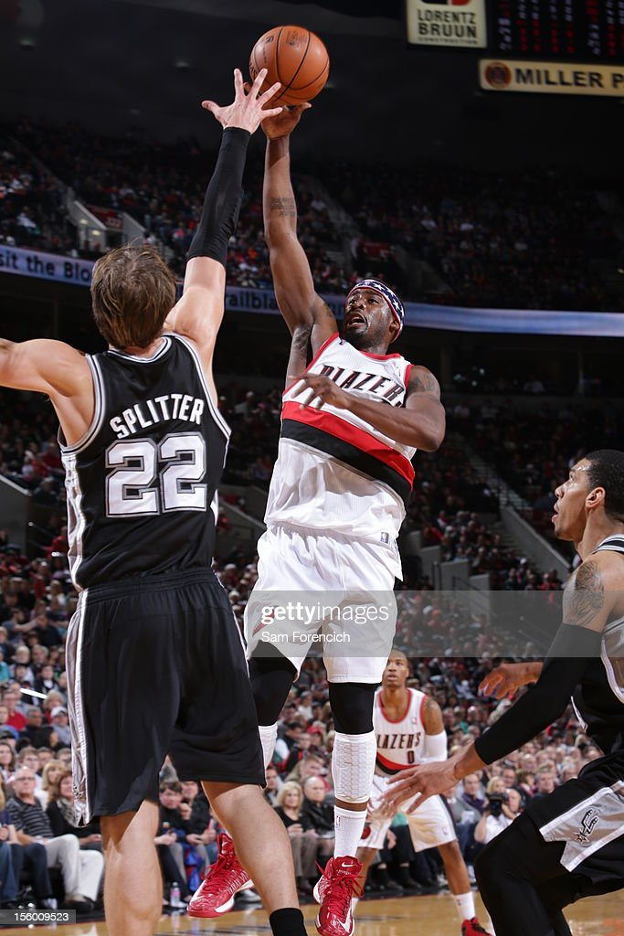 Wesley Matthews #2 of the Portland Trail Blazers goes to the basket against Tiago Splitter #22 of the San Antonio Spurs during the game between the San Antonio Spurs and the Portland Trail Blazers on November 10, 2012 at the Rose Garden Arena in Portland, Oregon.